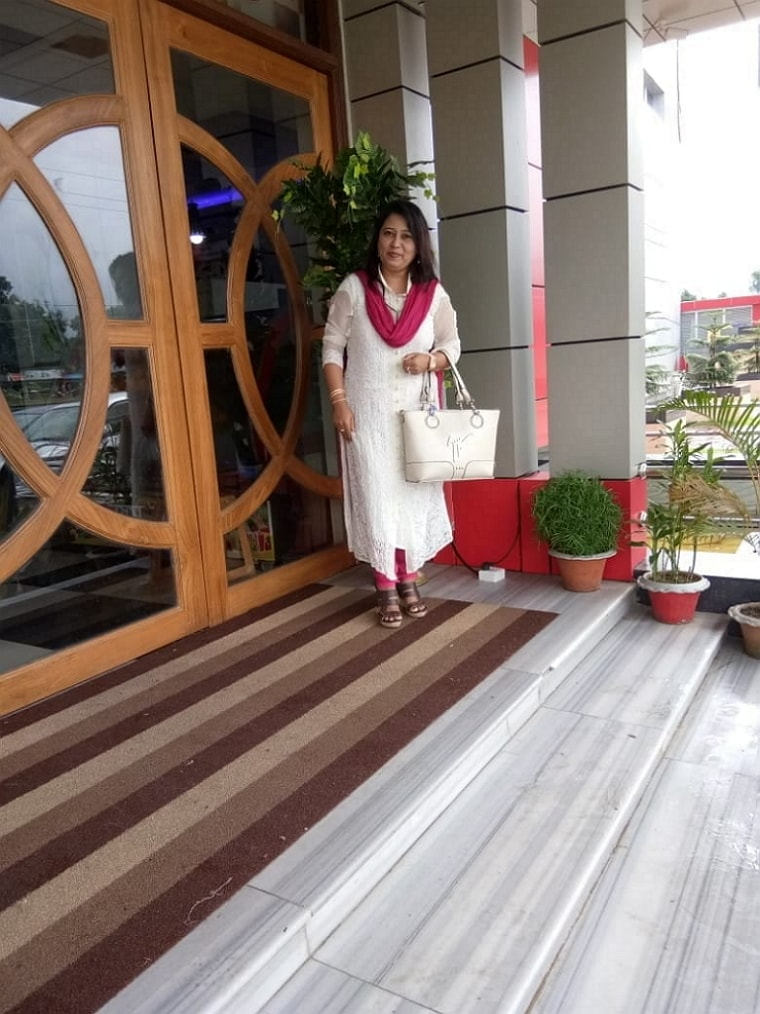 Infront of Restaurant on the way to kolkata1