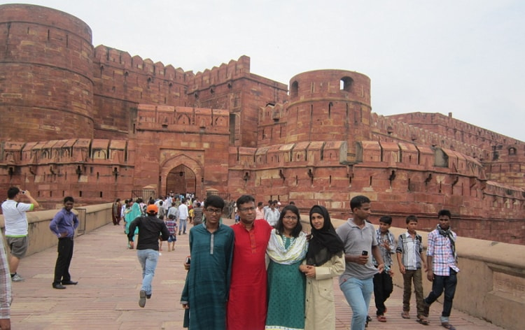 To explore the Agra Fort view