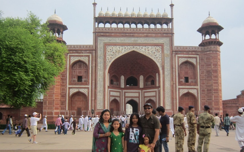 Awesome the great gate(Darwaza-i-rauza) gateway to the Taj Mahal