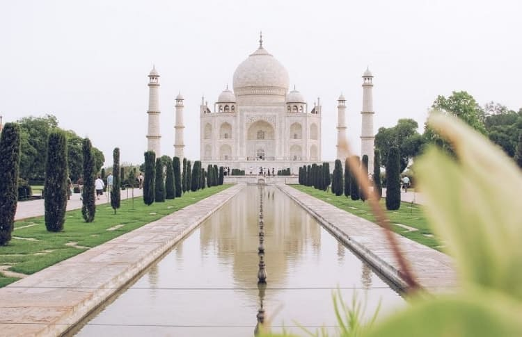Beautiful White Marble Architect place Taj Mahal Inside