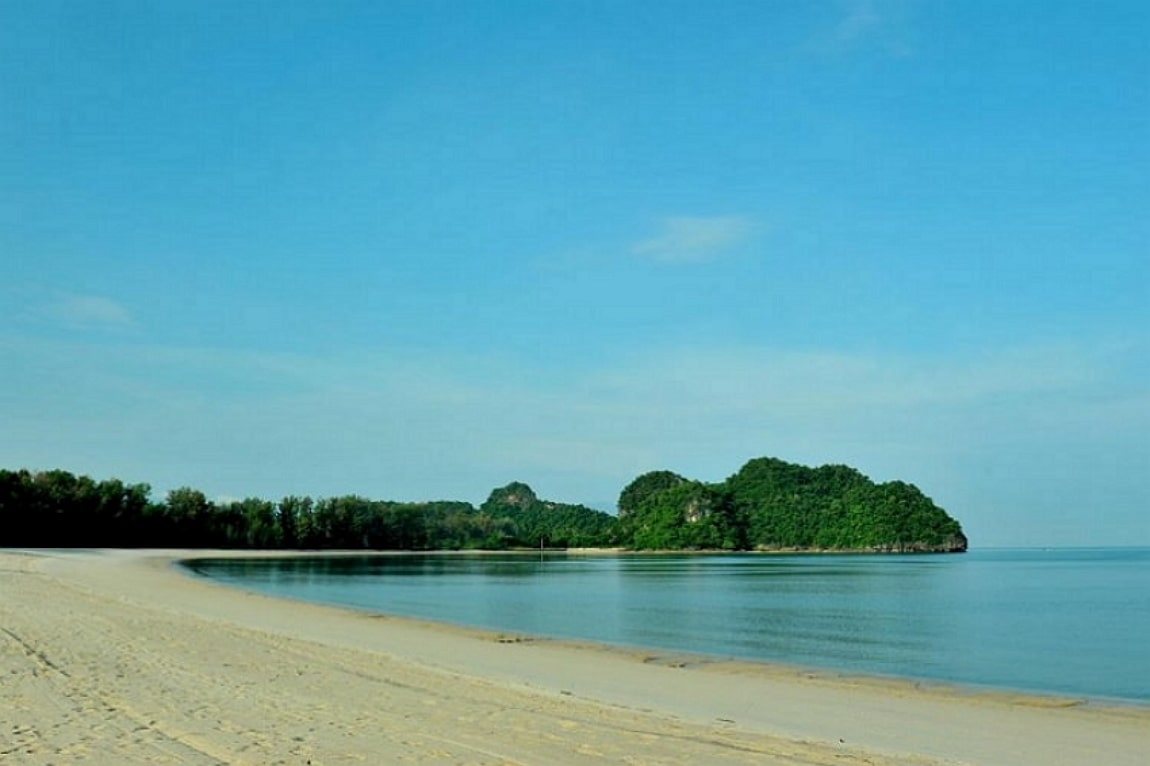 Attractions in Langkawi Tanjung Rhu Beach, Malaysia