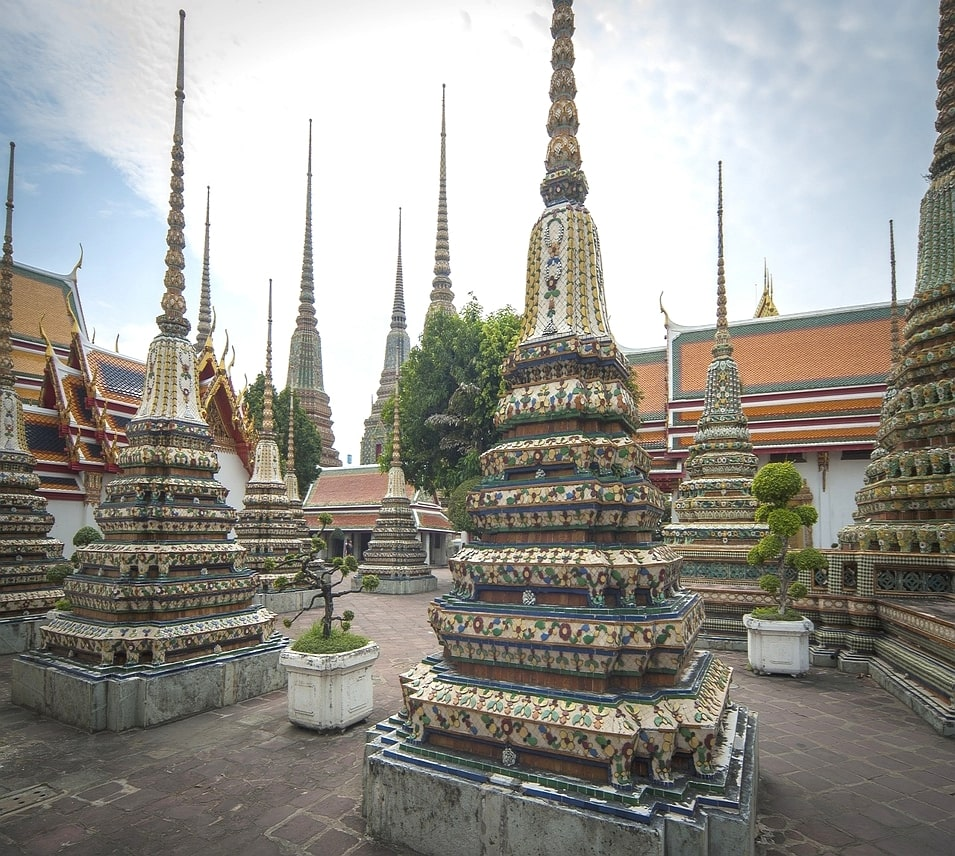 Visit Wat Pho (the Temple of the Reclining Buddha) Bangkok in 1 day (2)
