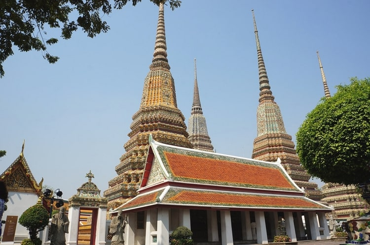 Visit biggest temple in Bangkok name is Wat Pho Palace