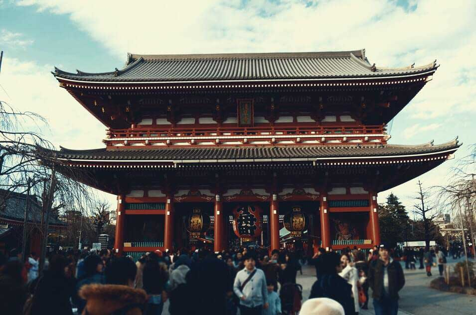 Senso Ji one of Tokyo's most colorful and popular temples
